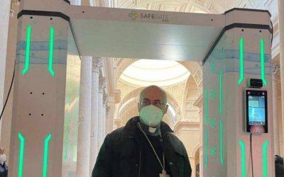 Camerino, tunnel igienizzante per la sicurezza anti-Covid della Basilica di San Venanzio